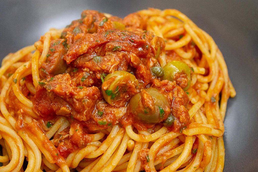Spaghetti_alla_puttanesca_Vedichetimangi.it (10)